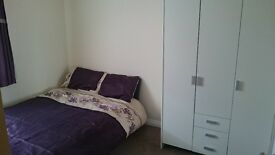 Double room in Watford-125 PW