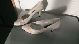Lady's Roland Cartier soft leather shoes