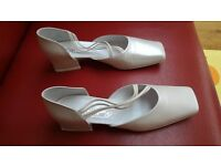Beautiful new white leather Sophie Sposa bridal shoes
