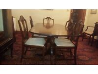 Beautiful 6 piece wooden table and chairs