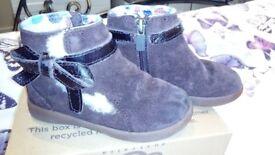 Girl's ugg boots size uk 7
