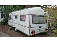 Cosy, damp free 6 berth caravan.