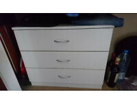White small chest of drawers BAIRGAIN
