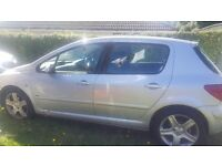 For sale, spares or repair... Peugeot 307 D TURBO HDI. in silver.