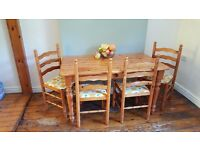 Table + 4 chairs Wood - Excellent condition