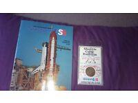 Kennedy Space Centre Souvenier 1989 English Tourbook and shuttle crew emblem