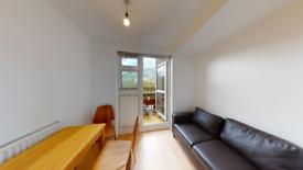 3 bedroom flat in Blythendale House, Mansford Street, London E2