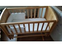Swinging wooden Motercare baby crib