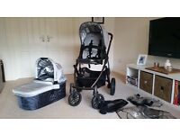 An UPPAbaby Vista Pushchair and Carrycot with Ganoosh Footmuff in very good condition