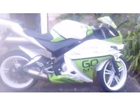 Yzf r125 green and white