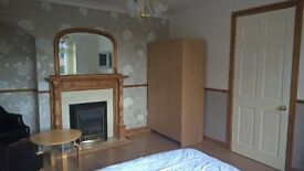 Beautiful Large Double Room £99pw Inc All Bill, Own Seating Area, Fridge, TV etc