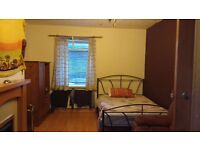 DURHAM -BIG DOUBLE SIZE ROOM AVAILABLE FOR RENT £295 PER MONTH (ALL BILLS INCLUDED)