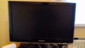 FOR SALE Samsung 22 inch Widescreen LED with extras