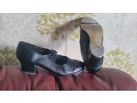 Roch Valley cuban heel tap shoes size 4 with capezio heel and toe taps