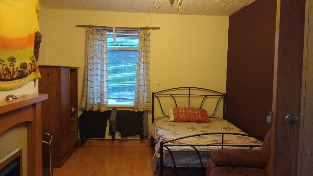 King Double Size Room In Durham City 320 Per Month All Bills