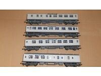A rake of four Hornby ' SILVER JUBILEE ' Coaches unboxed but come in excellent condition.