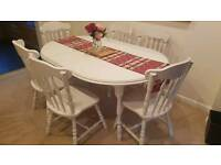 Traditional extendable table and 6 chairs