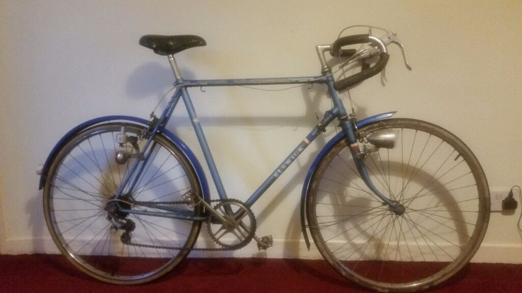 """Vintage Elswick Mens Racing Bikein Cambridge, CambridgeshireGumtree - Vintage Elswick Mens Racing Bike in good working order and is in fair Condition with some light marks on frame , Fully Serviced e.g Oiled correctly, Bearings checked ect. 22"""" Frame Wheel Size 27"""" Gender Male Gears 5 Speed Full Mudguards I am based..."""