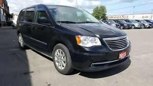 2015 Chrysler Town & Country DUAL DVD-BACK UP CAMERA-DUAL AIR/HE Windsor Region Ontario image 6
