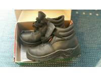 Safety boots Uk size 6 in very good condition