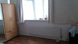 One large double bed room to rent in Burdett road(Mile end),E14