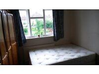 A Double room for Female Houseshare for 1 Female London Redbridge near Hainault or Fairlop tube