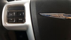2014 Chrysler Town & Country DUAL AIR/HEAT-BACK UP CAMERA-PWR LI Windsor Region Ontario image 16