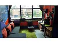 MASSIVE BRIGHT DOUBLEROOM-short term-MANORHOUSE WAREHOUSE COMMUNITY-also USABLE as a RECORDINGSTUDIO