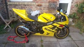 SUZUKI GSXR 600 YELLOW SPORTS BIKE £2750