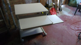 Sturdy White Compuer Desk/Table - Excellent Condition Right and Left Handed Mouse Platform!