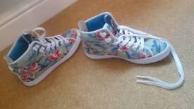 Superdry size 5 wedged trainer