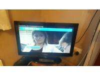 SAMSUNG 32 INCH HD FREEVIEW TV WITH REMOTE AND STAND
