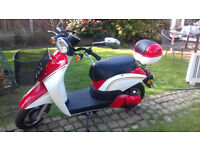 Yinua Electric Scooter 2014 with only 38km on clock new condition.