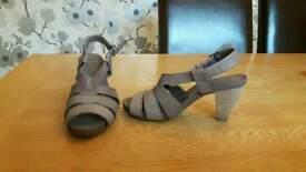 Ladies Clarks Size 5.5 Sandels
