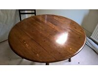 Ercol table , round, extending, perfect