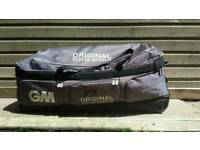Gm kryckiet bag in used condition still plenty of life!Can deliver or post!