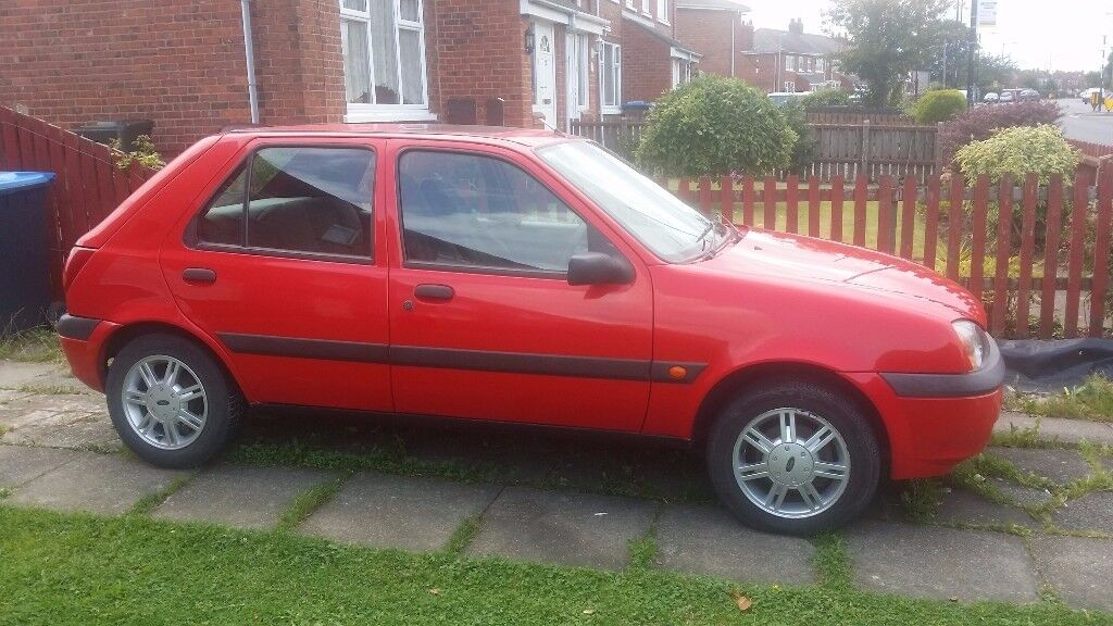Red Ford Fiesta 1.3 (Petrol) £370 ono.