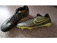 Size 5.5 nike children's football boots