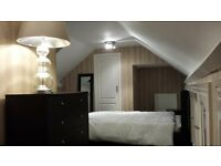 Spacious Double Attic Room LS286HP - Excellent transport links to leeds and bradford