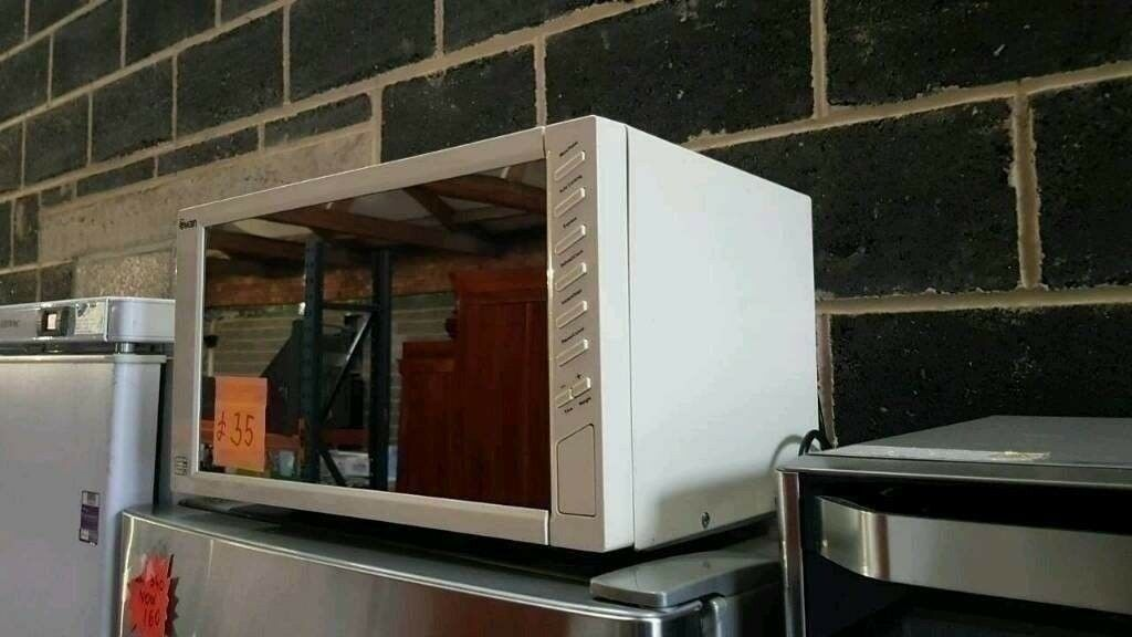 Boxed Ex Display Swan Cream Retro Style Microwave Oven