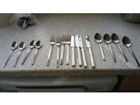 16 PC CUTLERY SET 4 X FORKS, KNIVES, DESERT SPOONS & TEASPOONS EXC CONDITION