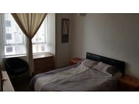 Lovely One Bedroom Furnished Flat in Thornwood Avenue, West End