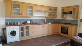 Superb Large Upstairs/Downstairs, 4 bed apartment To-Let with Gas, Electric & Water bills Included!