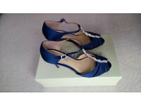 Navy Blue 100% Silk Benjamin Adams T-bar wedding vintage style, size6 shoes. As NEW