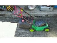 Lawnmower with grassbox