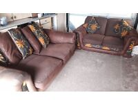 2setter and 3setter SCS sofa set.4year old .good condition.cost over £1000.will accept £120