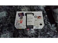 White Fujifilm Instax Mini 8