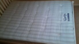 Double bed mattress Slumberland in a great condition