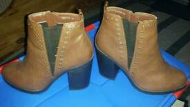 Ladies New Look Brown Boots Worn Once Size 7