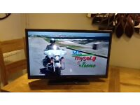 Hitachi 32'' TV with remote in excellent condition and perfect working order